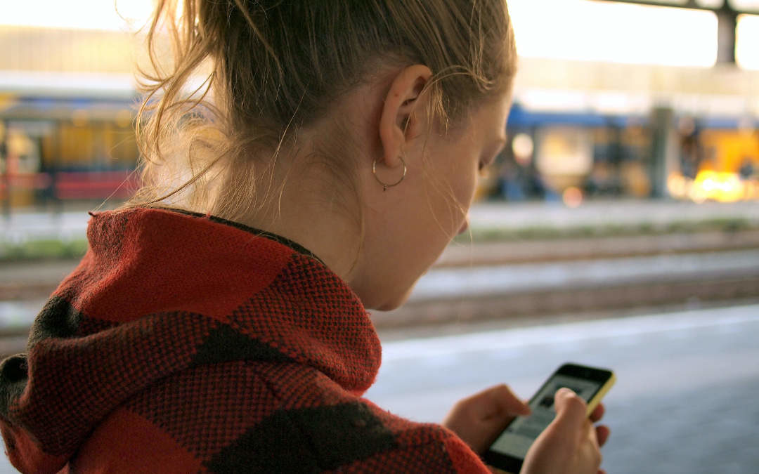 """Sindrome del """"collo da smartphone"""""""